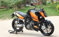 2008款KTM 990超强性能的双缸街头异兽,橘红色 三千多公里