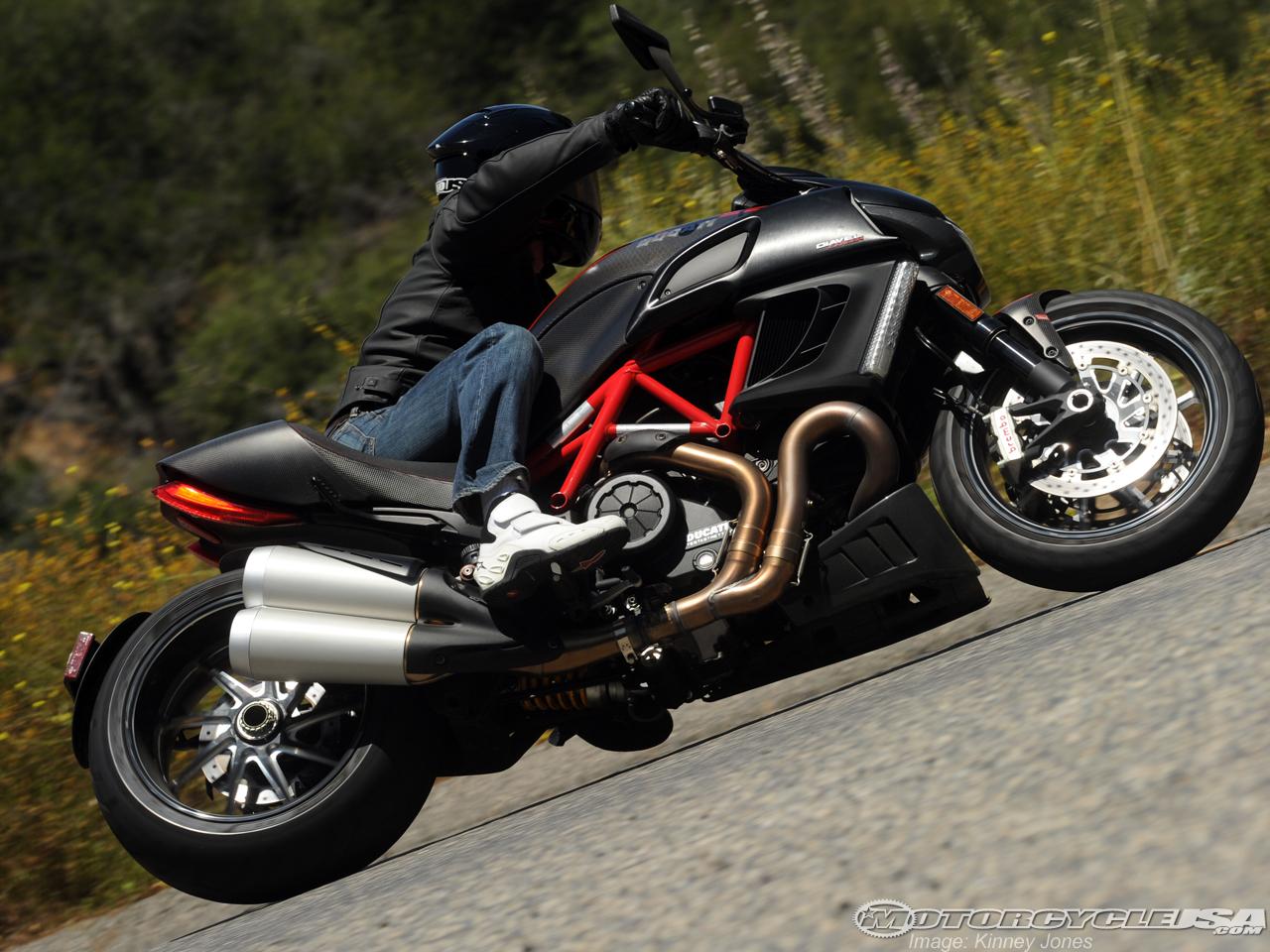 款杜卡迪Diavel摩托车图片4
