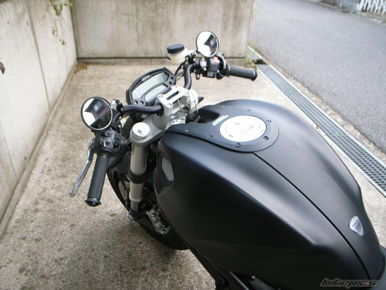 款杜卡迪Monster 696摩托车图片2