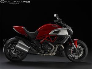 杜卡迪大魔鬼Diavel摩托车