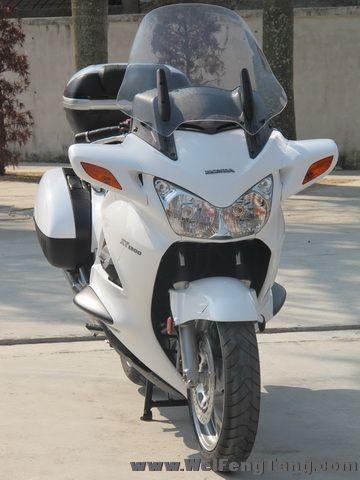 新到2005年本田ST1300运动旅行车,带三箱,白色 ST1300图片 3