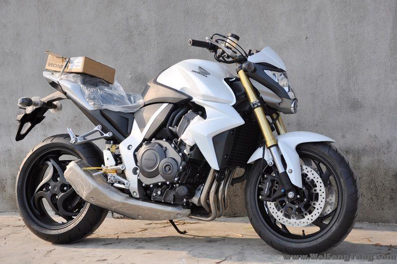 新到碣石2012款全新本田CB1000R 变异白色大黄蜂 CB1000R图片 2