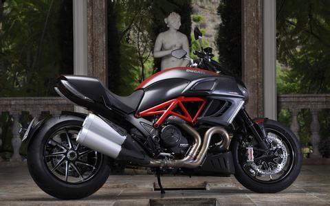 2011款杜卡迪大魔鬼Diavel摩托车