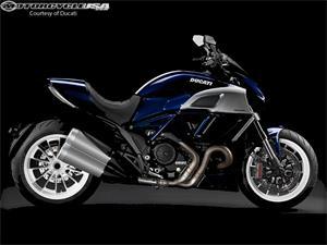 2014款杜卡迪大魔鬼Diavel摩托车