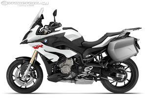 宝马S1000XR摩托车